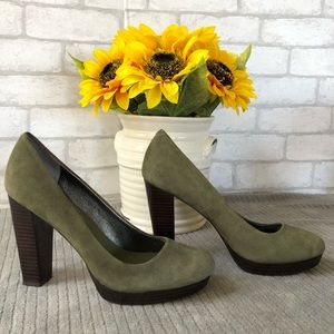 Banana Republic Olive Suede Pumps Size 81/2